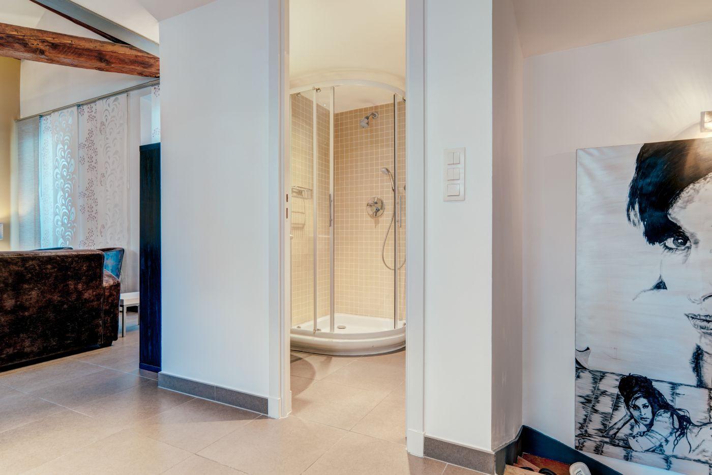 Appartement atypique style Loft à deux pas du centre de Cannes ...